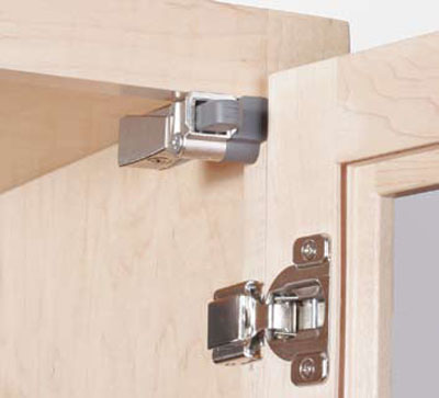 Blumotion for cabinet doors with compact hinges