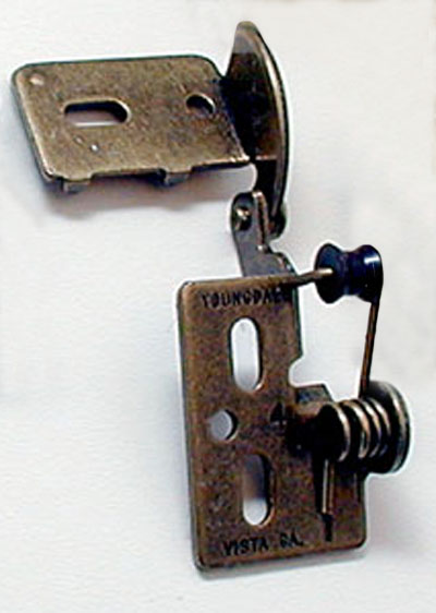Youngdale #4 hinge in Antique Brass